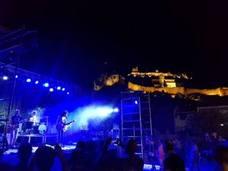 Autos 'locos' y fusión de músicas en Moclín