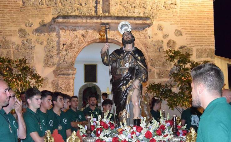 El barrio Alto lojeño despide sus fiestas con la procesión de San Roque