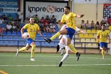 El Huétor Tájar gana ante el Martos con un gran gol de Manu Daza