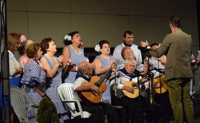 Las voces de los mayores se unen en el XIII Certamen de Coros