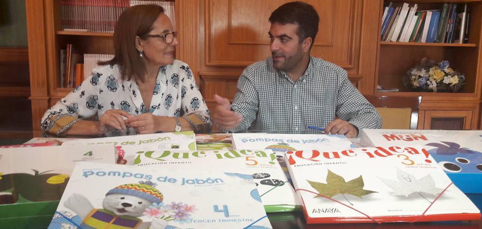 El Ayuntamiento lojeño subvenciona los libros de Infantil de 89 niños