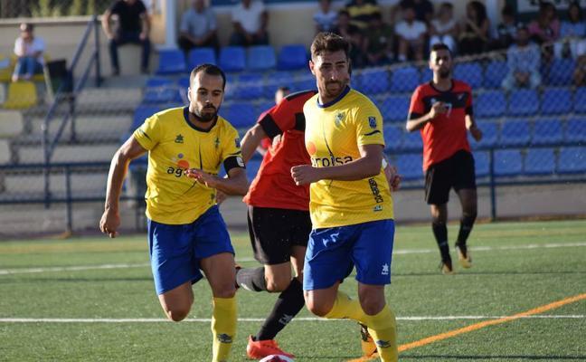 El Huétor Tájar vuelve a ganar, gracias a un gol de Mario