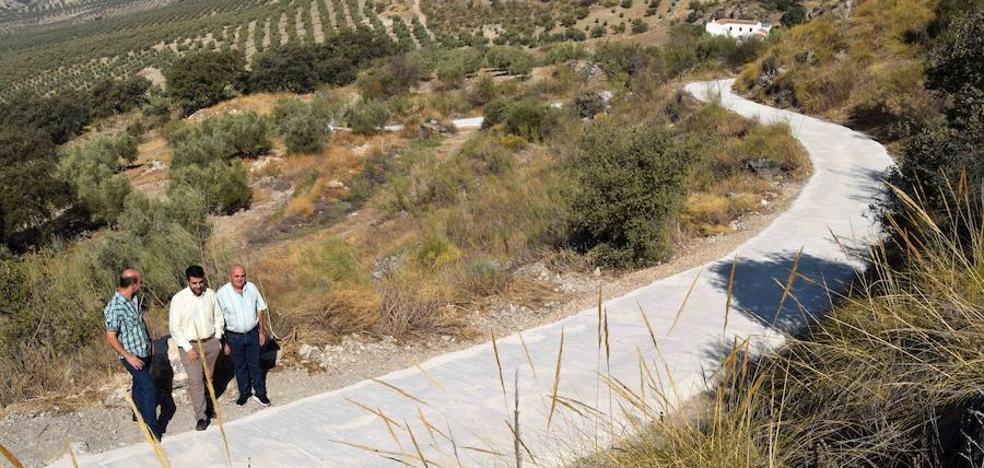 El Consistorio lojeño actúa en dos de los caminos rurales más deteriorados