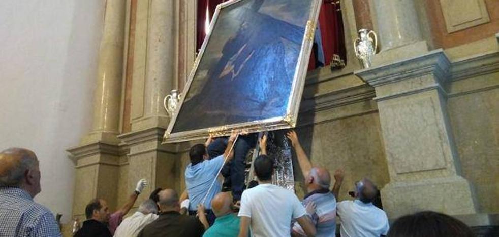 Miles de devotos visitan el Cristo del Paño de Moclín, expuesto todo un mes