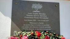 Enterrados en Moclín tres asesinados por el franquismo tras 81 años en una fosa