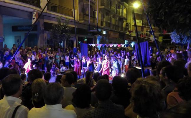 Multitudinario viernes de tiendas y ocio nocturnos en Loja