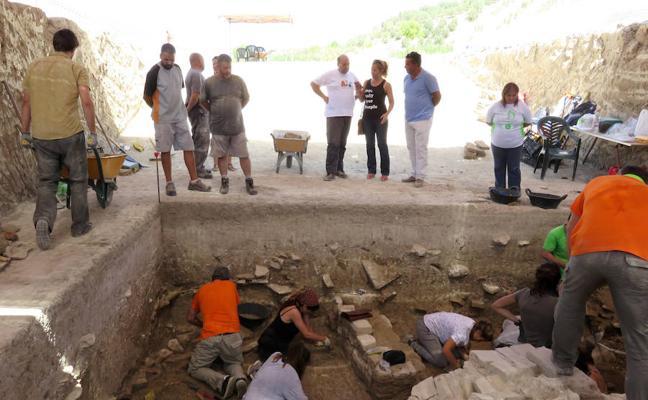 La Villa Romana de Salar inicia un programa de accesibilidad con visitas para personas sordas
