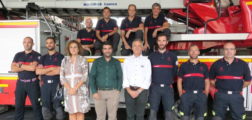 Ocho bomberos de Loja suben de categoría funcionarial