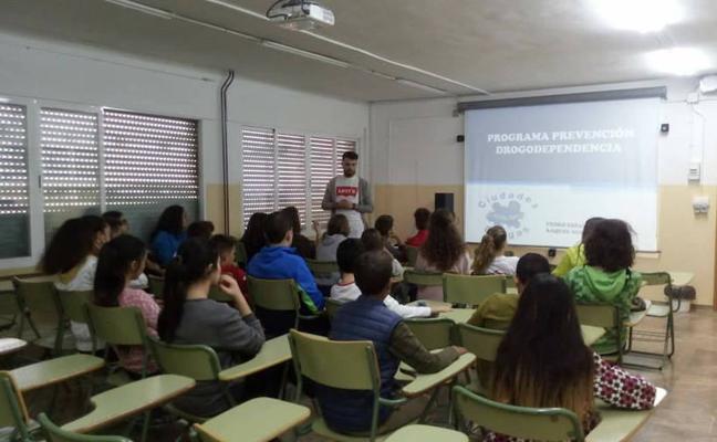 Montefrío ayuda a sus jóvenes a prevenir la drogadicción mediante charlas en el instituto