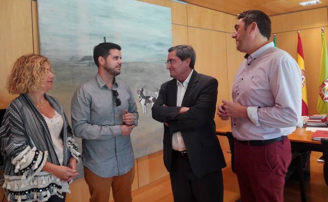 La Diputación se compromete a promocionar la Semana Santa de Loja, la más antigua de la provincia