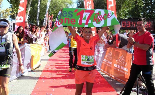Zaid Ait y Gemma Arenas revalidan su triunfo en el maratón de la Abades Stone