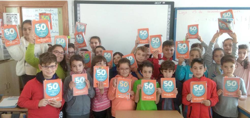 El CEIP Caminillo cumple medio siglo reuniendo a la comunidad educativa de su historia