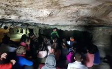 Un proyecto piloto empieza a divulgar en Moclín las pinturas rupestres de Malalmuerzo