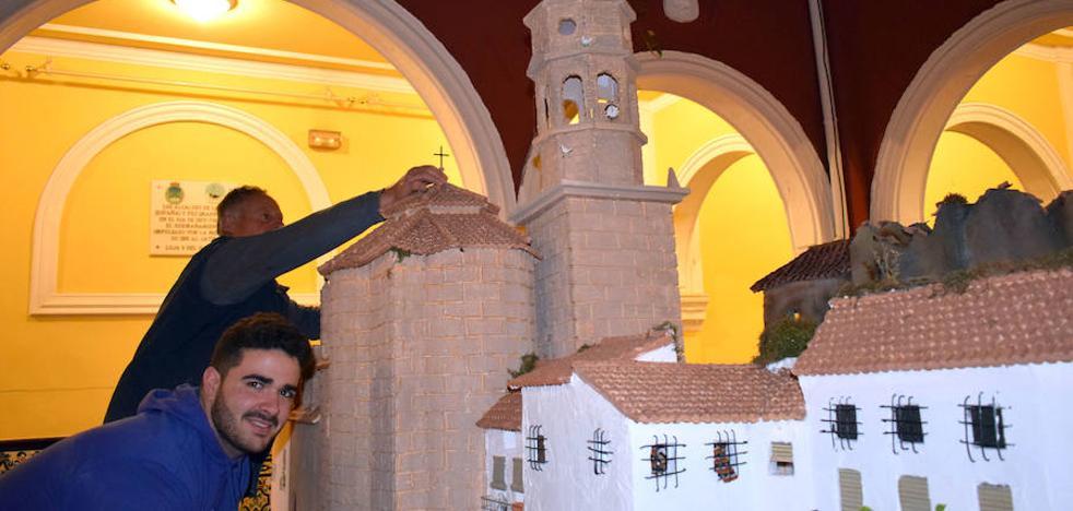 El belén más 'lojeño' se expone en el patio del Palacio de Narváez