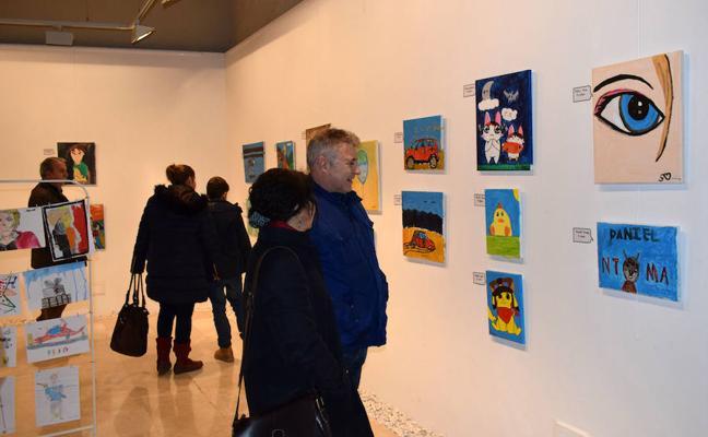 'El club de los jóvenes artistas': el mundo de niños y adolescentes a través de la pintura