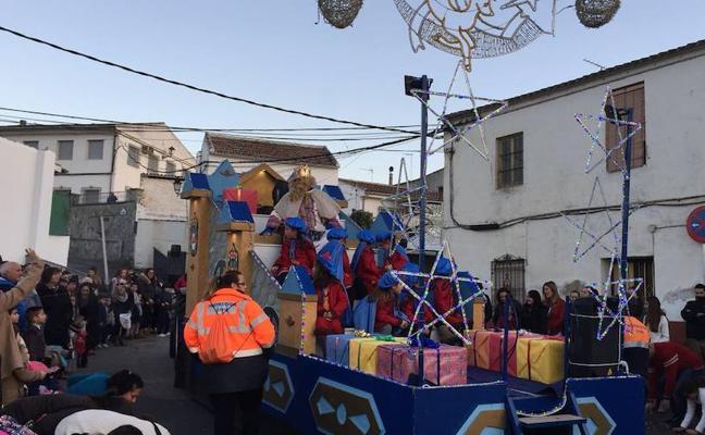 Los Reyes Magos regalarán más de 1.500 juguetes a los niños de Huétor Tájar