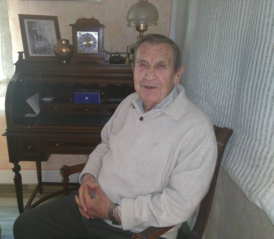 José Andrés Tortosa, fundador del Cristo de los Favores, elegido Naveta de Honor de la Semana Santa de Loja