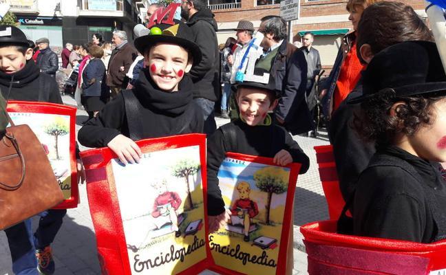 Más de 3.000 escolares se unen para mostrar la solidez del Carnaval lojeño
