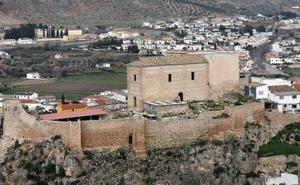 Turismo acerca a vecinos y visitantes la Alcazaba lojeña y el Palacio de Narváez