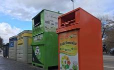 Huétor Tájar multiplica por cinco sus contenedores de recogida de aceite usado