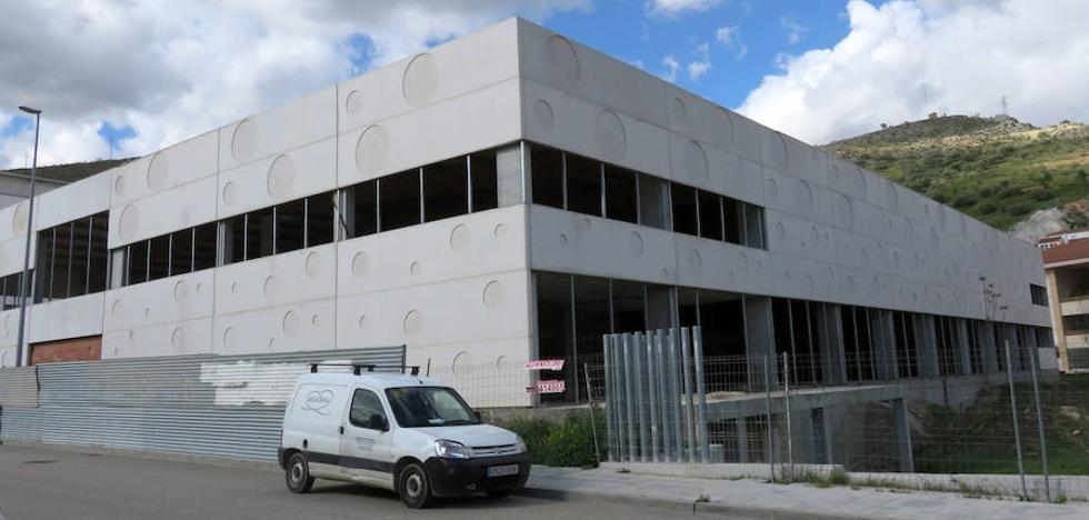 El Ayuntamiento lojeño reinicia los trámites para el préstamo del Centro Deportivo Urbano