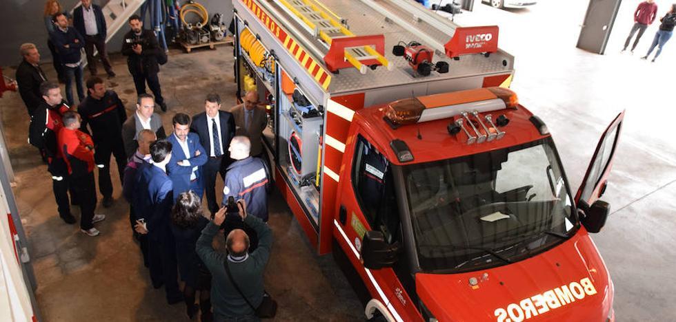Los bomberos lojeños incorporan dos nuevos vehículos especiales