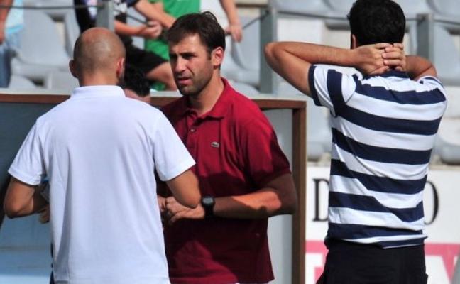 El nuevo Real Jaén de David Valenciano arranca hoy en Las Lagunillas con 18 futbolistas