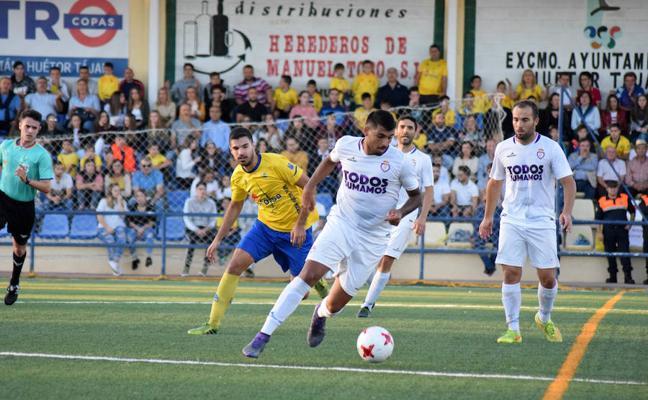 El Real Jaén remonta con épica y se asoma al play off (2-3)