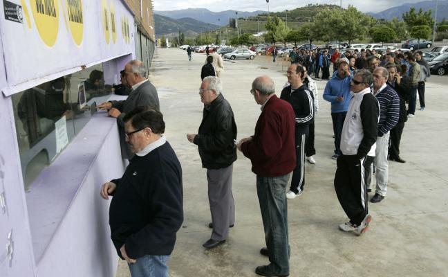 El Real Jaén jugará por las mañanas pese a que reconoce que pierde dinero