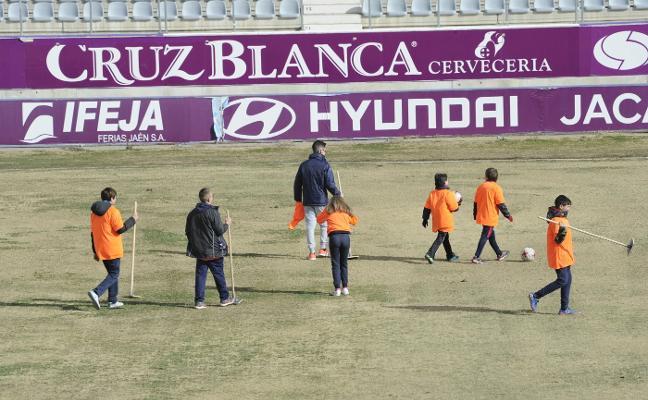 El Real Jaén actúa para arreglar los problemas endémicos de su terreno de juego