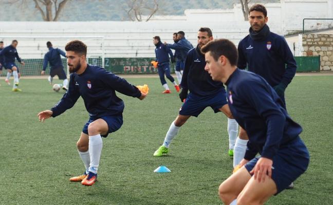 El Real Jaén confirma el fichaje del extremo Álvaro Torralbo
