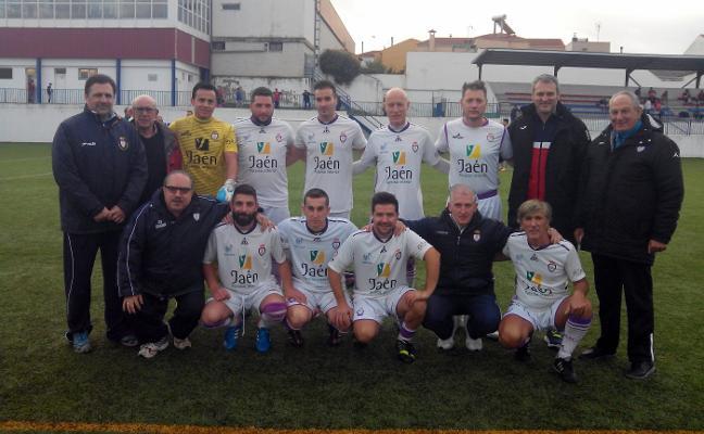 Los veteranos del Real Jaén juegan en Guarromán a beneficio de Cáritas