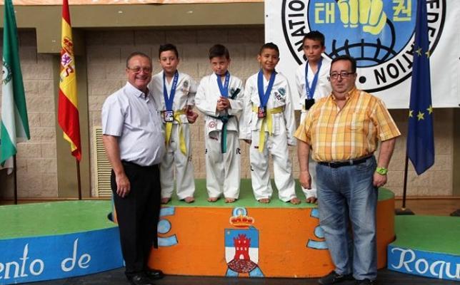 Roquetas de Mar arrasa en taekwondo a nivel nacional
