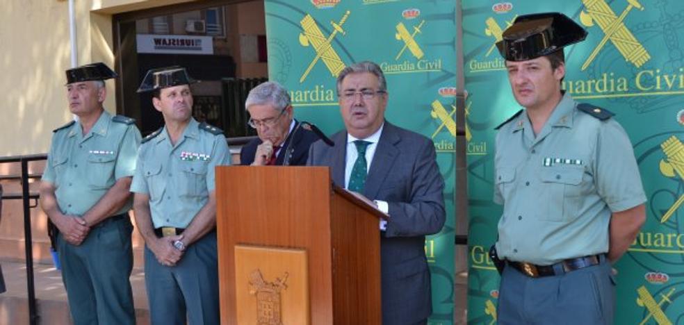 Interior apuesta por la Guardia Civil en Roquetas y anuncia un «proyecto piloto»