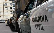 Detienen a un vecino de Valencia que paseaba con un arma por una zona comercial de Roquetas de Mar