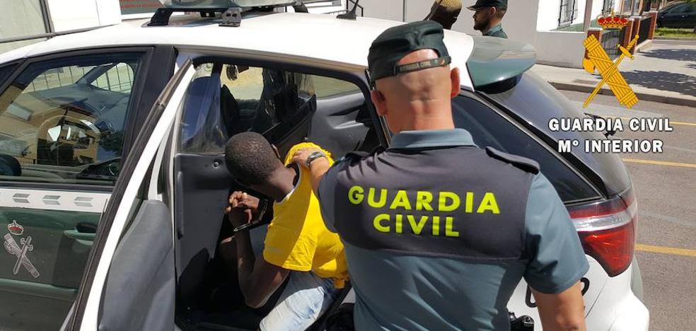 Arrestados por estafar a compatriotas con falsos trabajos para robar dinero en sus cuentas