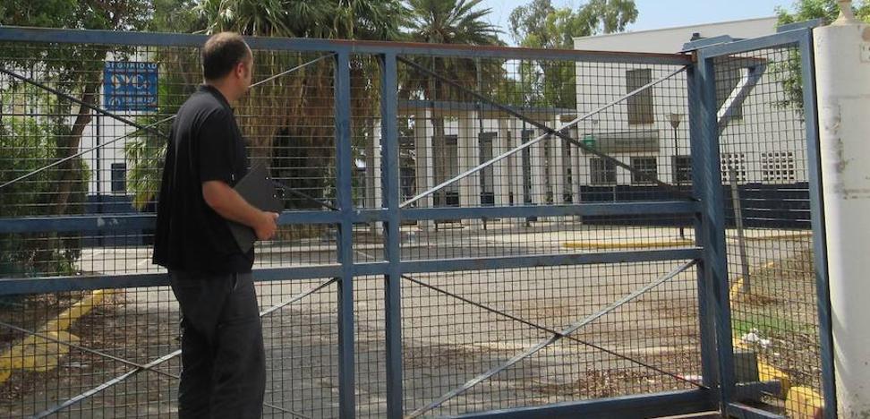 IU exige a la Junta la apertura de las pistas deportivas del albergue juvenil de Aguadulce