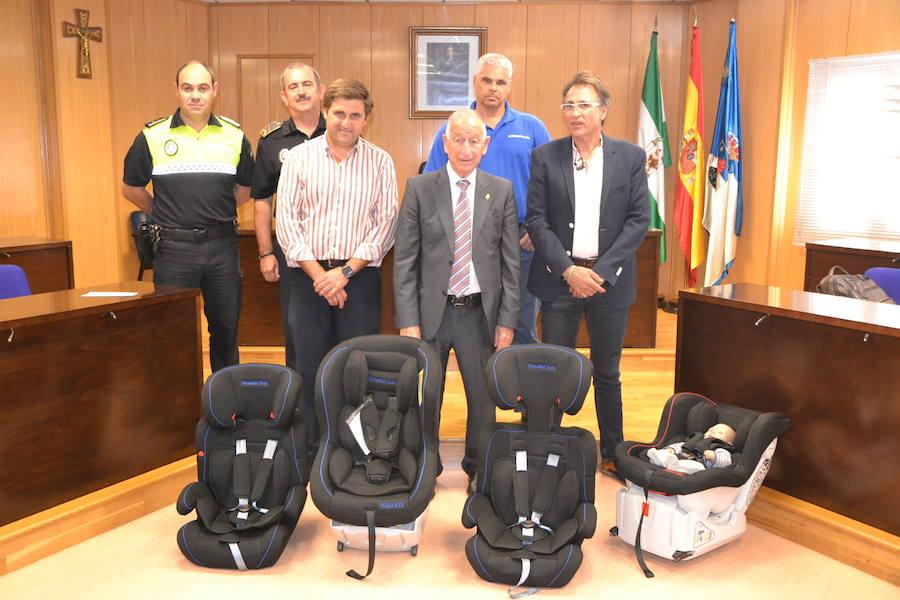 La Policía Local roquetera será la primera en tener sillas infantiles en sus coches