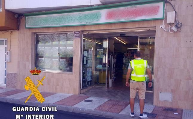 A prisión un hombre por robar con un cuchillo 1.200 euros en un supermercado de Roquetas