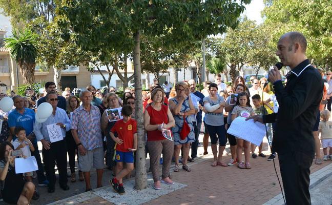 Vecinos de El Solanillo homenajean a las víctimas del atentado de Marsella