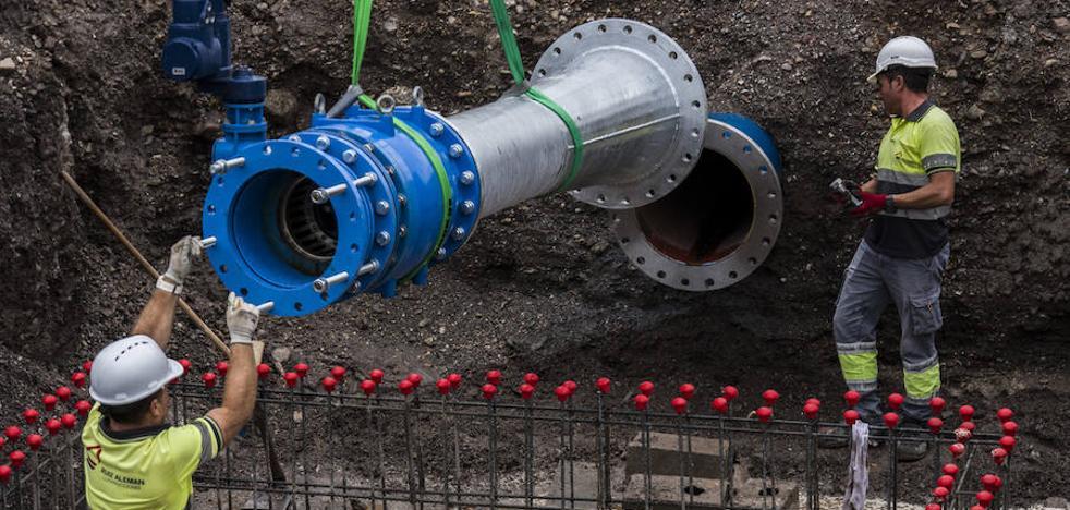 El agua desalada llega ya a todo el municipio tras concluir la red que conecta la desaladora