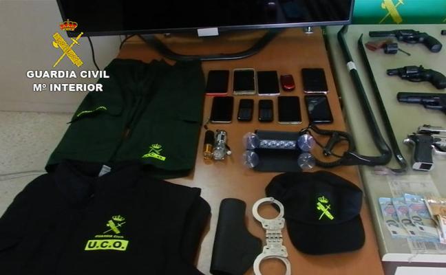 Se pasaba por capitán de la Policía Judicial de la Guardia Civil en Roquetas de Mar para robar droga a otras bandas