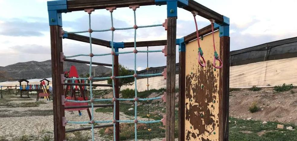El PSOE denuncia el abandono de la rambla de Las Hortichuelas