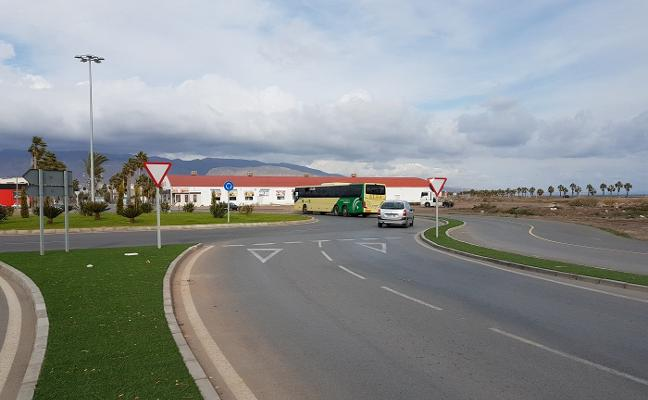 Amat presenta un proyecto para conectar la variante con Las Salinas sin terrenos ni permisos de la Junta