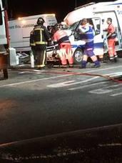 El médico herido en la ambulancia permanece en la UCI de Poniente