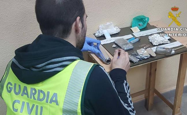 La Guardia Civil detiene en Roquetas a dos individuos que se dedicaban a 'cocinar' droga