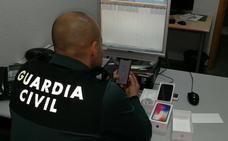 Investigan a un joven de Roquetas de Mar por robar dos móviles de alta gama
