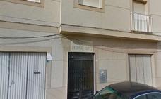 Desalojo preventivo de 14 personas por un incendio en una vivienda de Roquetas de Mar