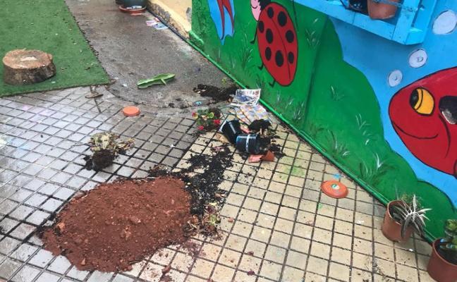 Los actos vandálicos se han convertido en una constante en el colegio Las Lomas