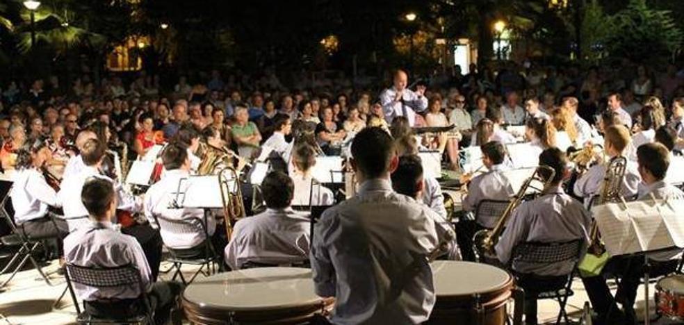 Del pasodoble a la Zarzuela en el concierto al aire libre de la Agrupación musical